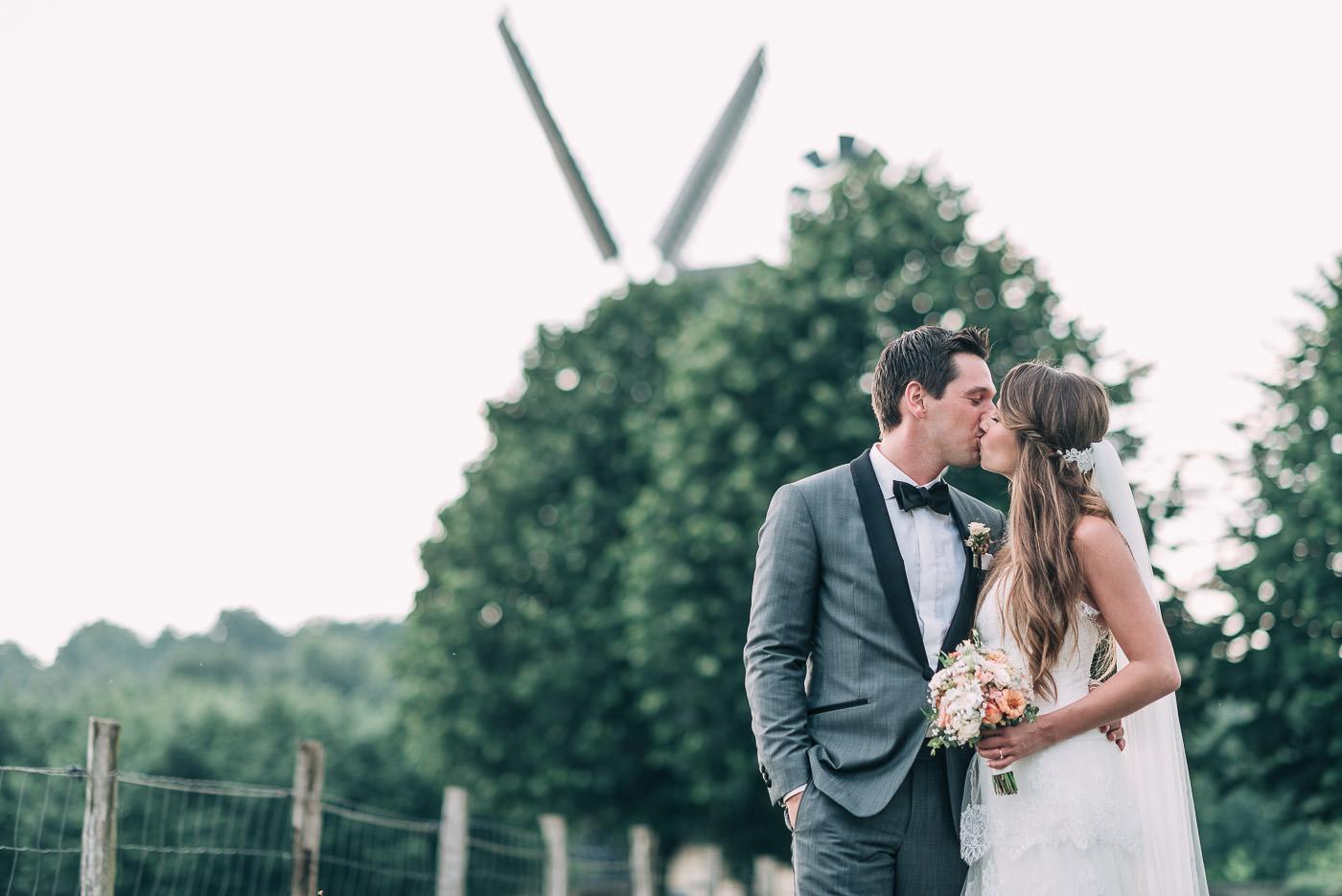Brautpaar vor Glessener Mühlenhof Mühle