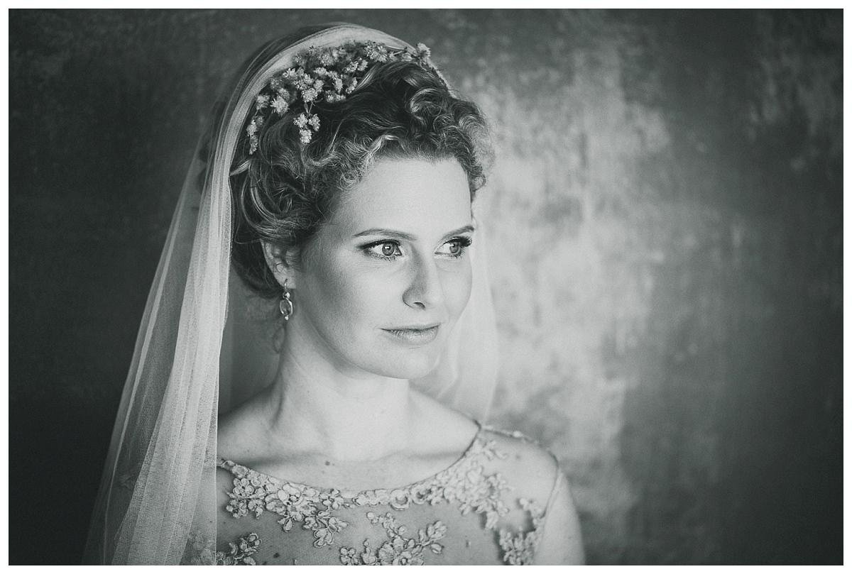 Portrait einer Braut in Schwarz Weiß
