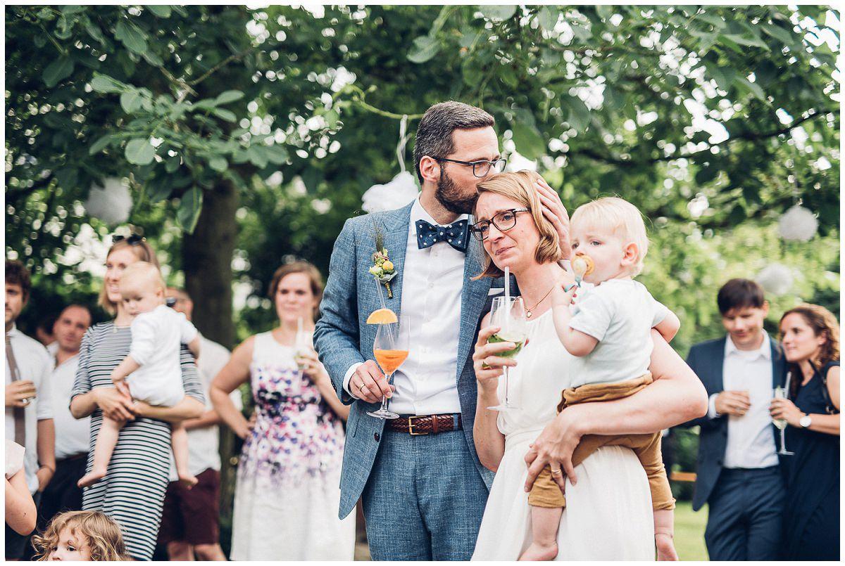 Emotionale Hochzeitsfeier einer freien Trauung